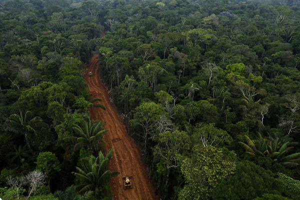 Photo #3 of the oil access road. Photo © Karla Gachet